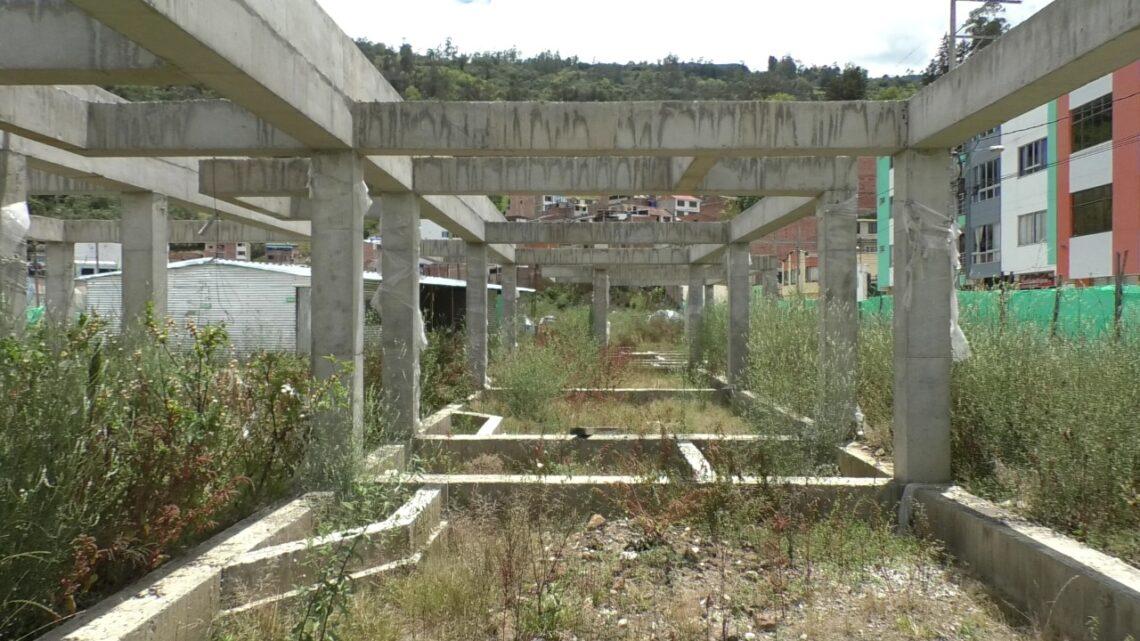 Trabajadores no aguantaron más, colegio el Rosario, el elefante blanco del Ministerio de Educación